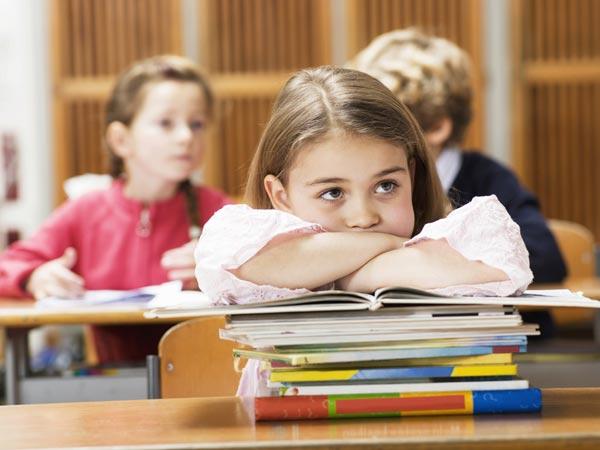 Niña en clase